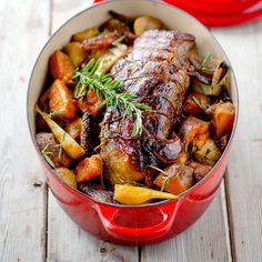 Trussed Beef Pot Roast with Autumn Vegetables - Le Creuset Recipes - Cooking - Roast Recipes Dutch Oven Roast Beef, Easy Roast Beef Recipe, Cooking Roast Beef, Beef Pot Roast, Dutch Oven Cooking, Roast Beef Recipes, Beef Meals, Cocotte Le Creuset, Tapas