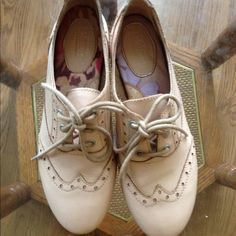 Born flats size 5  NEW worn just a few times. in excellent condition. Born Shoes Flats & Loafers