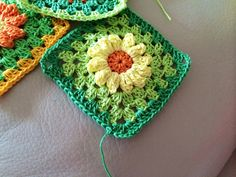 Lovely crochet daisy  Don't you just love it??