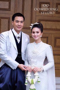 ชุดไทยศิวาลัย สีเงิน Thai Wedding Dress, Wedding Dresses, Victorian, Fashion, Bride Dresses, Moda, Bridal Gowns, Wedding Dressses, La Mode