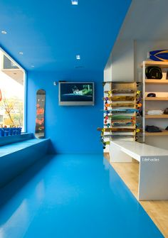 idehadas interior design - surf shop caiman - blue and white - shop window - mediterranean style - interioristas alicante                                                                                                                                                                                 Más