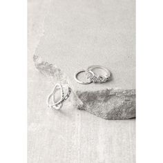 Chic Contrast Silver Rhinestone Ring Set (250 ZAR) ❤ liked on Polyvore featuring jewelry, rings, silver, silver midi rings, mid knuckle rings, hammered silver jewelry, druzy ring and druzy jewelry