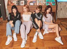 Black Pink Yes Please – BlackPink, the greatest Kpop girl group ever! Kpop Girl Groups, Korean Girl Groups, Kpop Girls, Divas, Blackpink Wallpapers, Madara Susanoo, Black Pink Kpop, Blackpink Photos, Blackpink Fashion