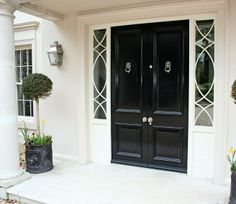 Ideas for black front double door paint colors Traditional Front Doors, Double Front Entry Doors, House Front, Windows And Doors, House Exterior, Entrance Doors, Door Entryway, Door Paint Colors, Double Doors Exterior