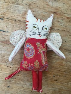 2 more doll samples to tempt someone to join the workshop on Monday in my studio to take the place of last minute cancellation. Sewing Art, Sewing Crafts, Sewing Projects, Fabric Toys, Fabric Art, Crafts To Make, Arts And Crafts, Monster Dolls, Cat Doll
