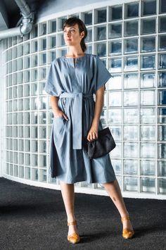 Kimono Dress with pockets (!) and elasticated belt - in organic cotton twill. Tonic & Cloth makes 'Monday clothes that feel like Sunday' Brunette Models, Blonde Model, Kimono Style Dress, Shirt Dress, Polish Clothing, Women Empowerment, Sustainable Fashion, Looks Great, Organic Cotton