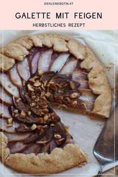Herbstliches Kuchenrezept mit frischem Obst. Einfaches, rustikales und schnelles backen - viel Geschmack mit wenig Aufwand.  Tolles Rezept für die ganze Familie - beim Belegen helfen auch die Kleinen schon gern.