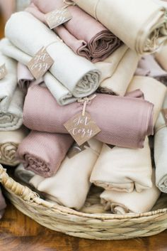 Pashminas as practical wedding favors // The Complete Guide to Picking the Perfect Wedding Favour - Part 1