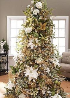 16 best Christmas tree decorated with flowers images on Pinterest ...