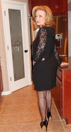 🌹 Love her great look, pretty black dress with seamed nylons. Beautiful Women Over 40, Beautiful High Heels, Pretty Black Dresses, Sexy Dresses, Sexy Older Women, Sexy Women, Gorgeous Grannies, Tailored Suits, Nylon Stockings