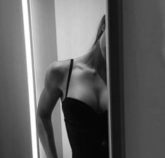 Discovered by Dorcii🌸. Find images and videos about girl, sexy and black and white on We Heart It - the app to get lost in what you love.