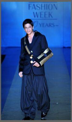SRK - WALKING THE RAMP