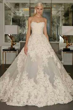 Vestido de novia de encaje y amplio