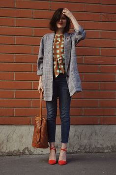 perfect: red lip, brown plaid and leather jacket, loose fitting large blazer