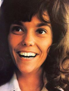 In the Karen Carpenter was one of the definitive voices. Along with her brother Richard, The Carpenters rose to the top before crumbling down. Richard Carpenter, Karen Carpenter, Karen Richards, Angeles, Las Vegas Shows, Gone Girl, American Singers, American Life, Her Brother