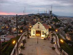 Guayaquil, Ecuador: Hermosa vista de un atardecer desde el cerro Santa Ana.