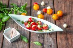 Mozzarella-tomaatit ja basilikaöljyä