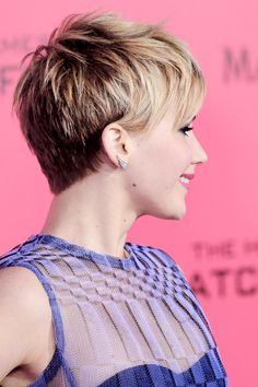 Welcome to Daily-Lawrence, your best Source of the talented actress Jennifer Lawrence. Girls Short Haircuts, Thin Hair Haircuts, Older Women Hairstyles, Pixie Hairstyles, Short Grey Hair, Girl Short Hair, Short Hair Cuts, Medium Hair Styles, Curly Hair Styles
