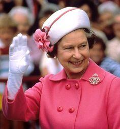 Queens Diamond Jubilee: Her Majestys best accessories