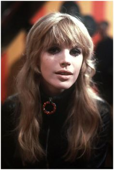 Marianne Faithfull – Blonde waves and a full fringe gave Marianne Faithfull a pretty, feminine charm 1967