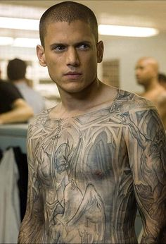 Michael Scofield (prison break) played by Wentworth Miller Michael Scofield, Movies And Series, Cw Series, Prison Break 3, In Prison, Prison Art, Wentworth Miller Prison Break, Broken Tattoo, Charlie Chaplin