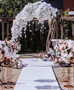 Wedding Tips: Have a Country Wedding - Wedding Tips 101 Wedding Ceremony Ideas, Romantic Wedding Receptions, Wedding Altars, Wedding Scene, Wedding Ceremony Decorations, Wedding Centerpieces, Wedding Church, Wedding Venues, Church Ceremony