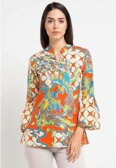 Batik Putra Bengawan orange Blus Kp Gresia Kw Or Pb Model Dress Batik, Batik Dress, Batik Fashion, Hijab Fashion, Fashion Outfits, Blouse Styles, Blouse Designs, Blouse Batik Modern, Kente Dress