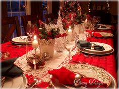 Christmas Tablescape for Twelve by dining delight (note: alternating colors of napkins)