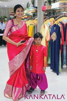 Buy pure Kanjivaram handwoven silk sarees online from Kankatala. A popular destination for exclusive original kanchipuram bridal and wedding pattu zari saris from kanchi since Pattu Saree Blouse Designs, Fancy Blouse Designs, Bridal Blouse Designs, Mom And Son Outfits, Mom And Baby Dresses, Matching Family Outfits, Lehenga, Anarkali, Baby Dress Design