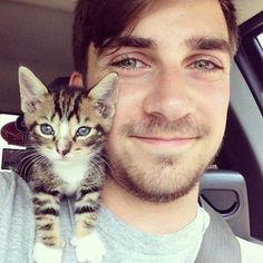 de beaux hommes et des chats  2Tout2Rien
