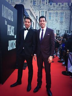 Jonathan Scott and Drew Scott Twitter