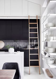 〚 Stylish penthouse for winter lovers in Sweden 〛 ◾ Photos ◾Ideas◾ Design Interior Desing, Interior Design Kitchen, Interior And Exterior, Beautiful Kitchen Designs, Beautiful Kitchens, Beautiful Interiors, Black Kitchens, Home Kitchens, Kitchen Colors