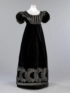 Luto vestido de noche, 1823-1825 Escocia, el Museo Victoria & Albert Este vestido de noche de terciopelo negro fue usado Jane Johnstone (1803-1847), sobrina de William Jardine fundador de comerciantes de Hong Kong Jardine, Matheson & Co.