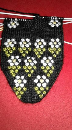This Pin was discovered by Fat Baby Knitting Patterns, Crochet, Diy And Crafts, Alpacas, Knit Mittens, Knitting And Crocheting, Tricot, Diy Artwork, Shoes