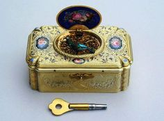 Find Collectible Music Boxes at a Prestige Estates Services . Antique Music Box, Antique Boxes, Vintage Music, Bird Boxes, Jewellery Boxes, Fantasy Jewelry, Cool Items, Trinket Boxes, Shadow Box