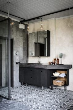Vintage Industrial Decor my scandinavian home: Cool industrial meets cosy rustic in a Swedish home conversion - Will you look at that? Have you got any fun plans for the weekend? As always I'd love to be heading off. Industrial Bathroom Design, Industrial Interior Design, Vintage Industrial Decor, Industrial Interiors, Industrial House, Vintage Home Decor, Bathroom Interior, Decor Interior Design, Industrial Style