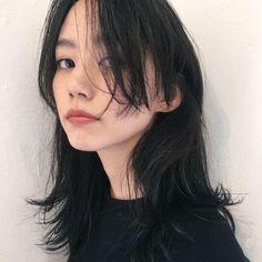 Hairstyles With Bangs, Pretty Hairstyles, Long Asian Hairstyles, Cut My Hair, Hair Cuts, Pelo Guay, Hair Inspo, Hair Inspiration, Medium Hair Styles