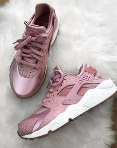 presidents Nike Huarache in rosa// Foto: fashionthingsbylisa Nike Air Huarache, Tenis Nike Air Max, Nike Huarache Women, Sneakers Mode, Best Sneakers, Shoes Sneakers, Girls Sneakers, Women's Shoes, Nike Free Shoes