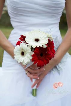 Simple red and white bouquet