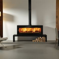 The Stovax Riva Studio 3 Freestanding wood burning stove is a high performing wood burning stove only stove with an innovative design. With a powerful heat output the Riva Studio 2 wood burning stove will provide plenty of heat for a large Fireplace Hearth, Stove Fireplace, Fireplace Design, Free Standing Wood Stove, Mountain Cabin Decor, Freestanding Fireplace, Pellet Stove, Wood Burning Fires, Log Burner