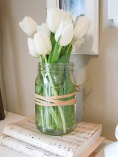 Spring flowers - simple but beautiful floral arrangement mason jar white . - Spring flowers – simple but beautiful floral arrangement. Mason jar of white tulips - Beautiful Flower Arrangements, Fresh Flowers, Spring Flowers, Beautiful Flowers, Spring Blooms, Simple Flowers, Exotic Flowers, Tulpen Arrangements, Floral Arrangements