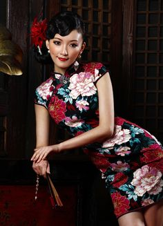 Red and pink peony floral stretch cotton modern mini qipao short Chinese cheongsam dress Oriental Dress, Oriental Fashion, Ethnic Fashion, Oriental Style, Asian Woman, Asian Girl, Cheongsam Dress, Ao Dai, China Fashion