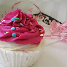 Cupcake Bubble Bath Bomb {need to learn how to make these!}