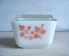 Vintage Pyrex Pink Gooseberry 501 glass refrigerator dish with clear glass lid. Its possible this refrigerator dish has never been used. The pink Gooseberry print, which appears on the front and back of the dish, is strong and shiny and does not have any fading, stains or wear. The glass dish and lid do not have any cracks or chips. With the lid in place, measurements are approximately 4-1/8 long x 3-3/8 wide x 3-3/4 tall. I have a second Pink Gooseberry 501 refrigerator dish a...
