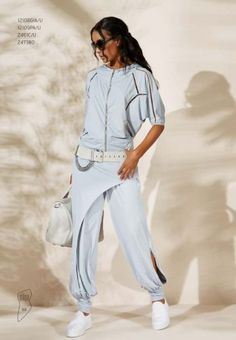 OBLIQUE In the last 30 years, the evolution of fashion has been around Sport Fashion, Look Fashion, Diy Fashion, Fashion Outfits, Womens Fashion, Fashion Design, Curvy Fashion, Fall Fashion, Fashion Tips