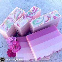 #bubblelove from @sensuallysoaps -  Sometimes the fragrances allow you to get nice straight lines #sensuallysoaps #soap #soapmaker #coldprocesssoap #handmadesoap #artisansoap #naturalsoap #madelocally #madeinsydney #madeinaustralia #wholesalesoap #essentialoilsoap #soapmaker #sydneysoapmaker #cobbittymarkets - #4theloveofbubbles