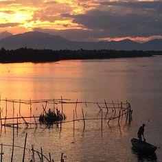 Era más bonito verlo desde el puente: #Puestadesol Natural y #sinfiltro #nofilters #sunset #sunsets #sunsetlover #sunsetlovers #atardecer #atardeceres #vietnam