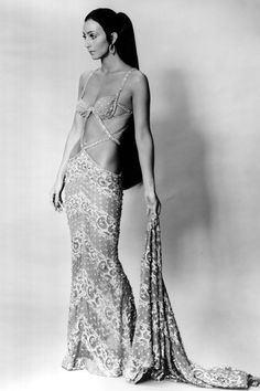 This had to have been taken around the time BOB Mackie told Cher that if she got any thinner he would no longer dress her. 70s Fashion, Look Fashion, Vintage Fashion, Star Fashion, Fashion Styles, 70s Mode, Cher Bono, Bob Mackie, Vogue