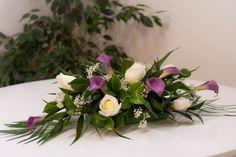 Boda - Decoración coche -calas moradas y rosas blancas - www.quedeflores.com
