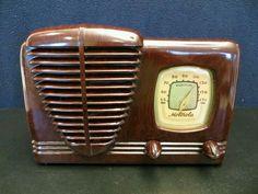 Vintage 1940s Motorola Bakelite radio.
